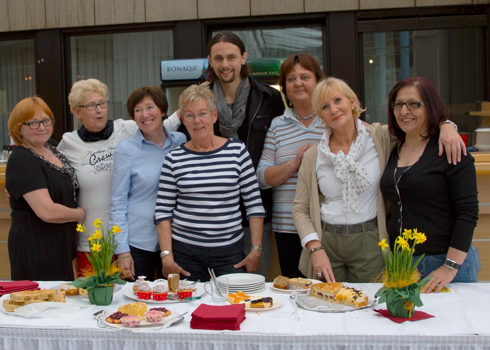 Die Damen vom Lionsclub haben fleißig Kuchen und Kaffe verkauft und damit 500€ eingebracht, welche sie, mit ihrer investierten Zeit, an die Neven Subotic Stiftung gespendet haben.