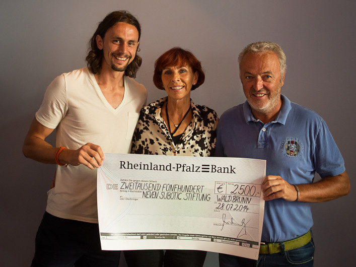Familie Michaely mit Neven Subotic